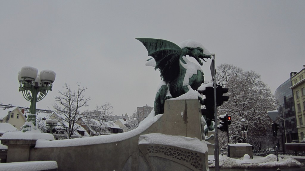 dragons-in-snow