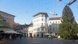 Building on Prešernov trg